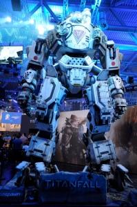 Un mecha gigantesque veillait sur l'univers EA.